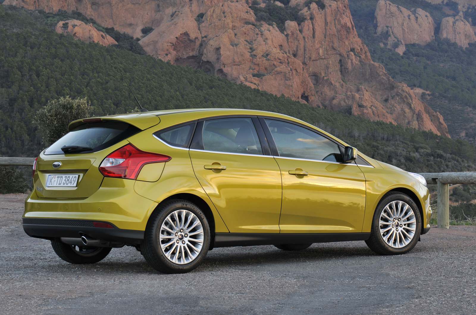 ford focus 1 6 ecoboost 180 first drive review autocar. Black Bedroom Furniture Sets. Home Design Ideas
