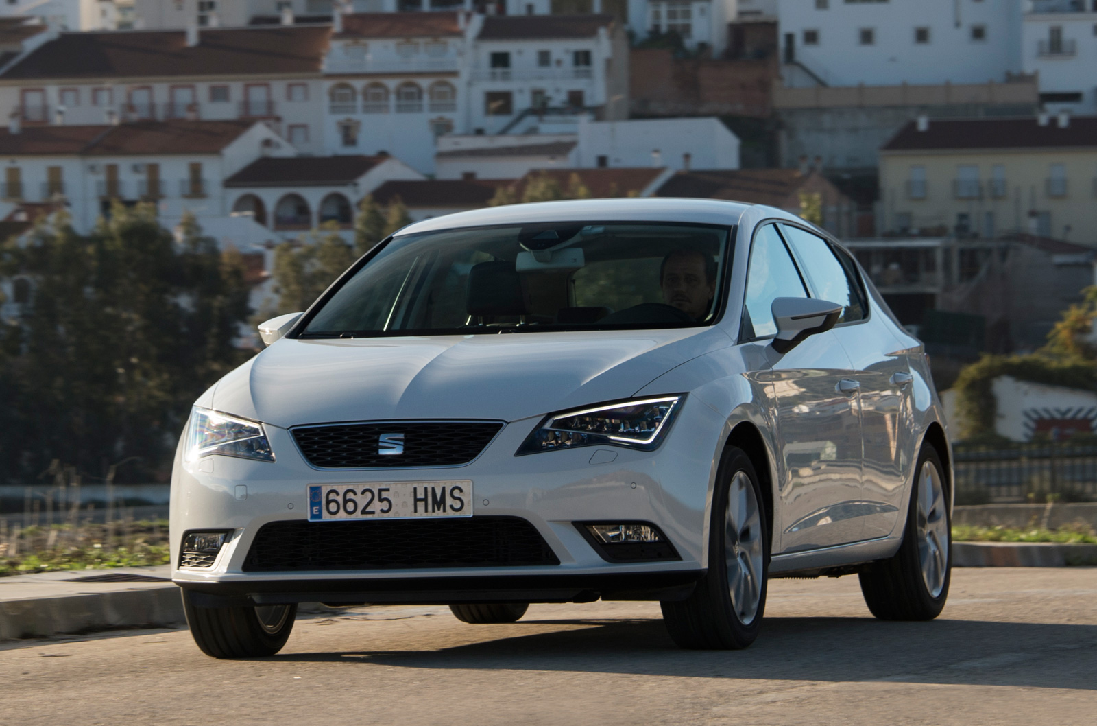 first drive review 2013 seat leon 1 4 tsi autocar. Black Bedroom Furniture Sets. Home Design Ideas