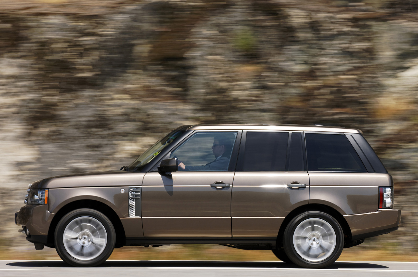 range rover 4 4 tdv8 2011 first drive. Black Bedroom Furniture Sets. Home Design Ideas