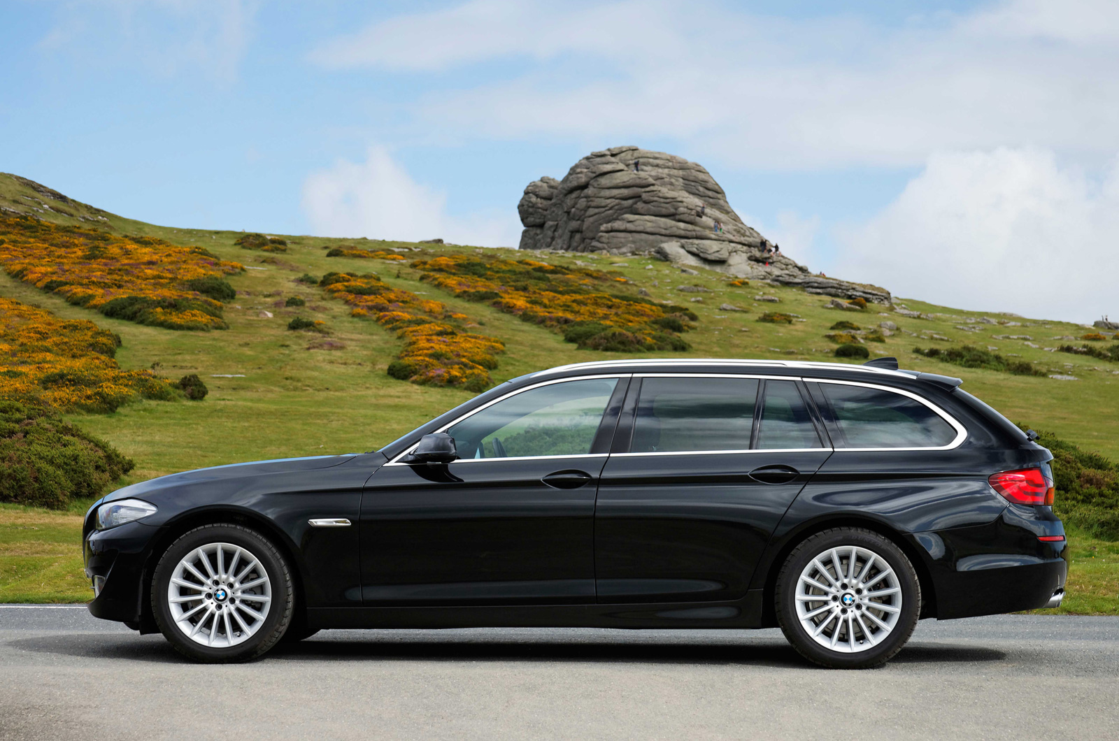 bmw 5 series touring review autocar. Black Bedroom Furniture Sets. Home Design Ideas