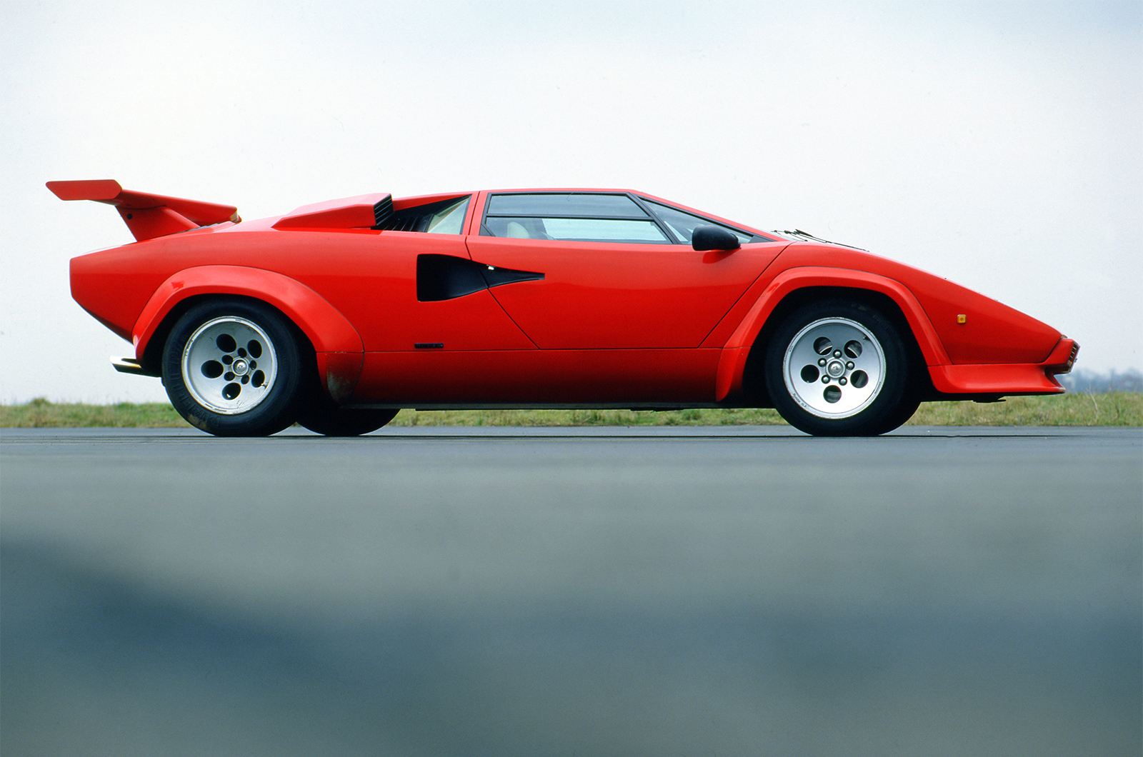 a history of lamborghini Being avaricious students of the internet, you will, no doubt, be aware that ferrucio lamborghini started his sportscar company following a less-than-acceptable.