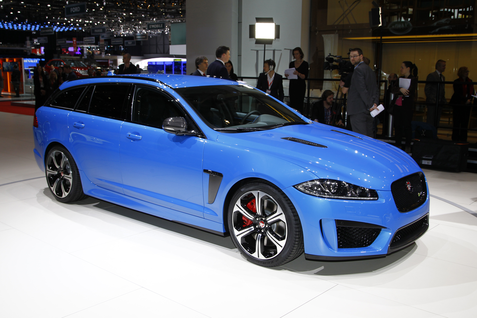 jaguar xfr s sportbrake gets 542bhp. Black Bedroom Furniture Sets. Home Design Ideas