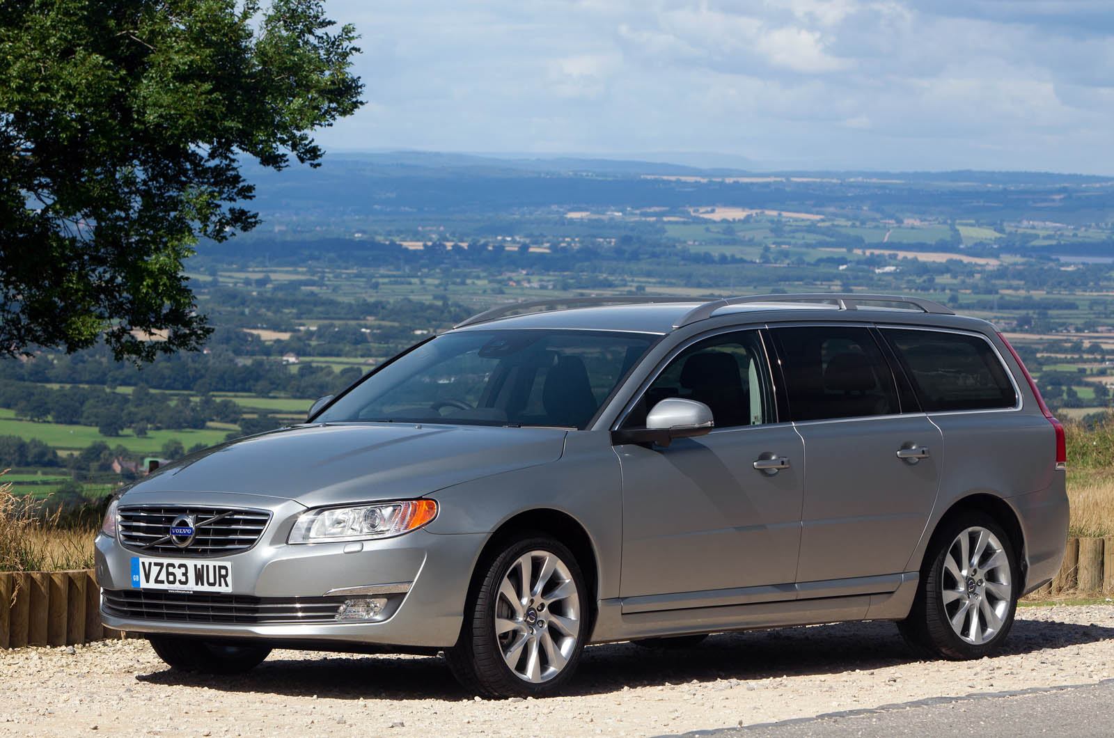 volvo v70 d5 se lux geartronic first drive. Black Bedroom Furniture Sets. Home Design Ideas