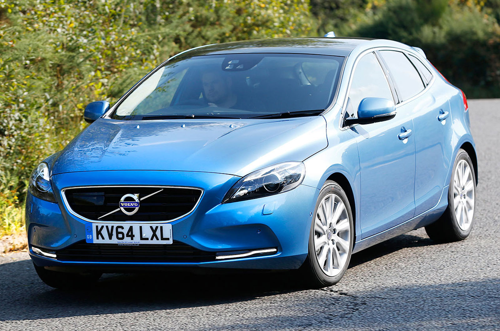 volvo v40 d4 se nav first drive review autocar. Black Bedroom Furniture Sets. Home Design Ideas