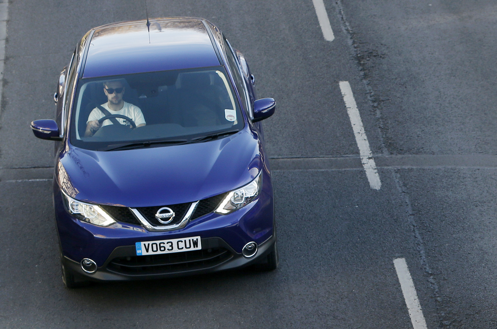 2014 nissan qashqai first drive. Black Bedroom Furniture Sets. Home Design Ideas