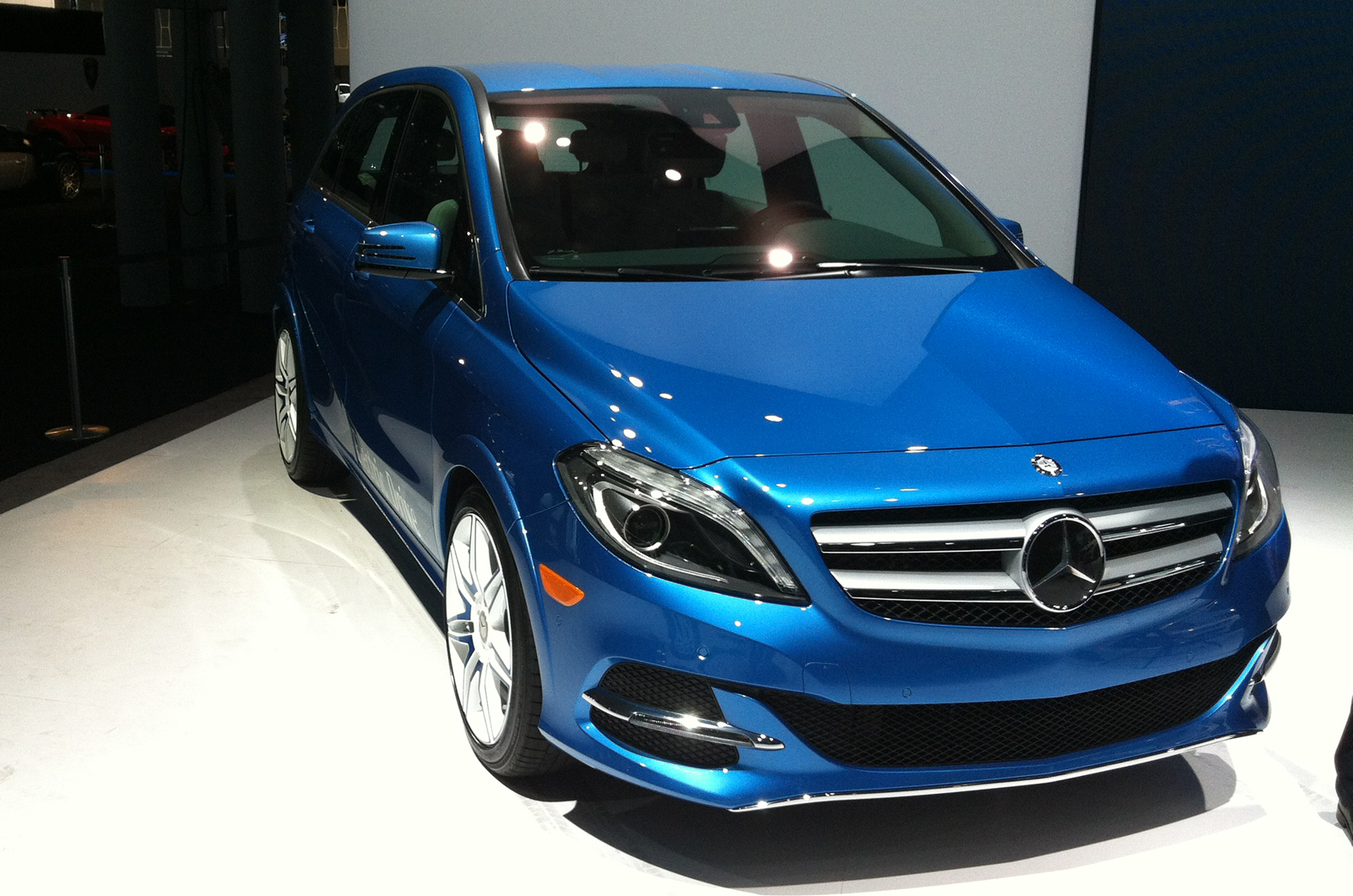 New york motor show mercedes benz b class electric drive for New electric mercedes benz