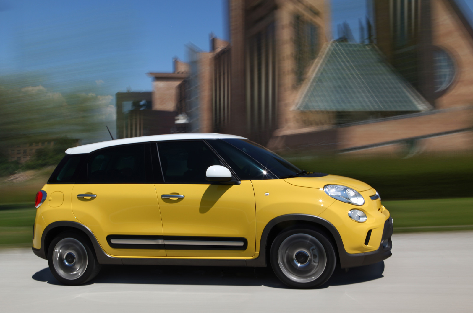 fiat 500l 1 6 multijet diesel trekking first drive. Black Bedroom Furniture Sets. Home Design Ideas