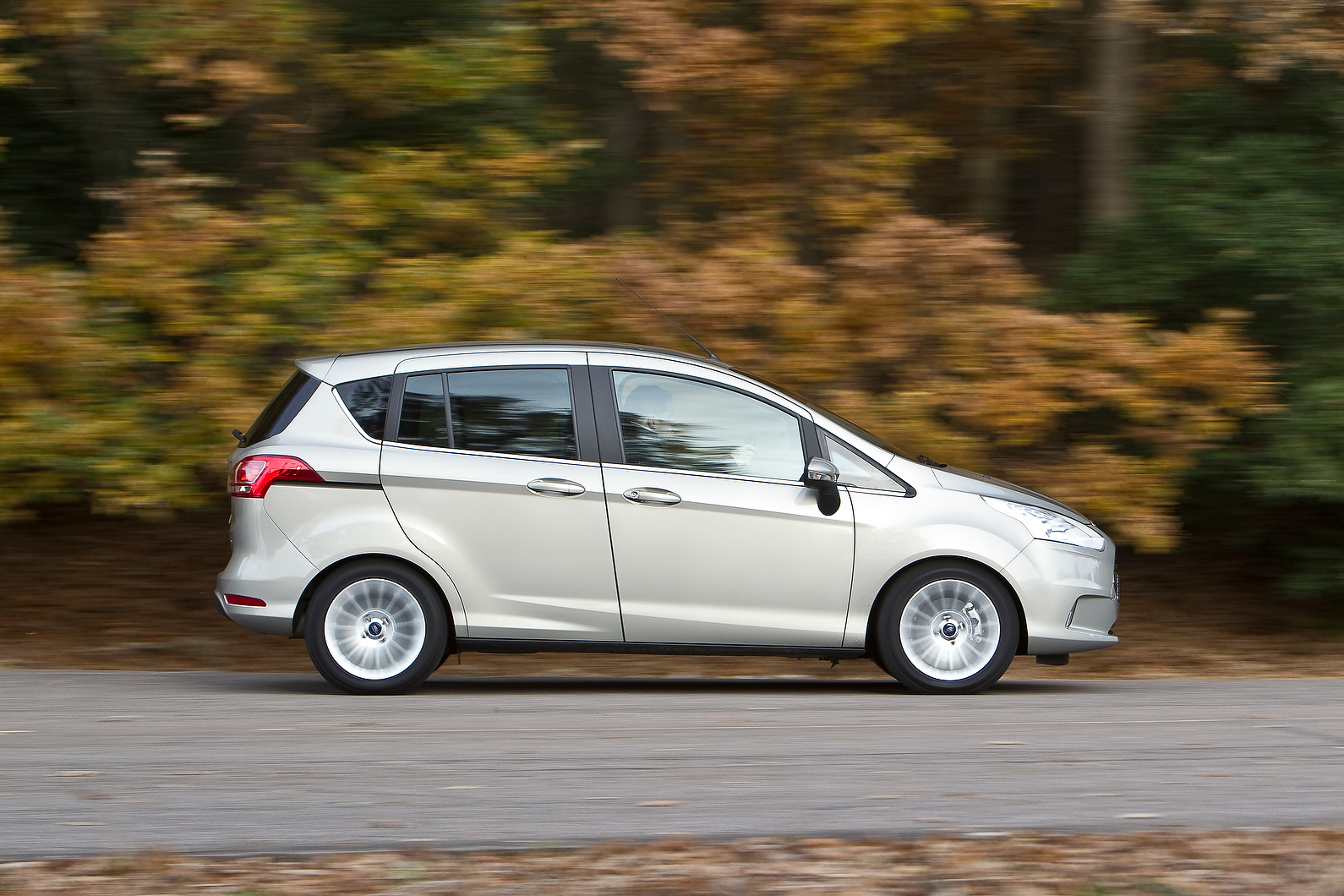 ford b max review autocar. Black Bedroom Furniture Sets. Home Design Ideas