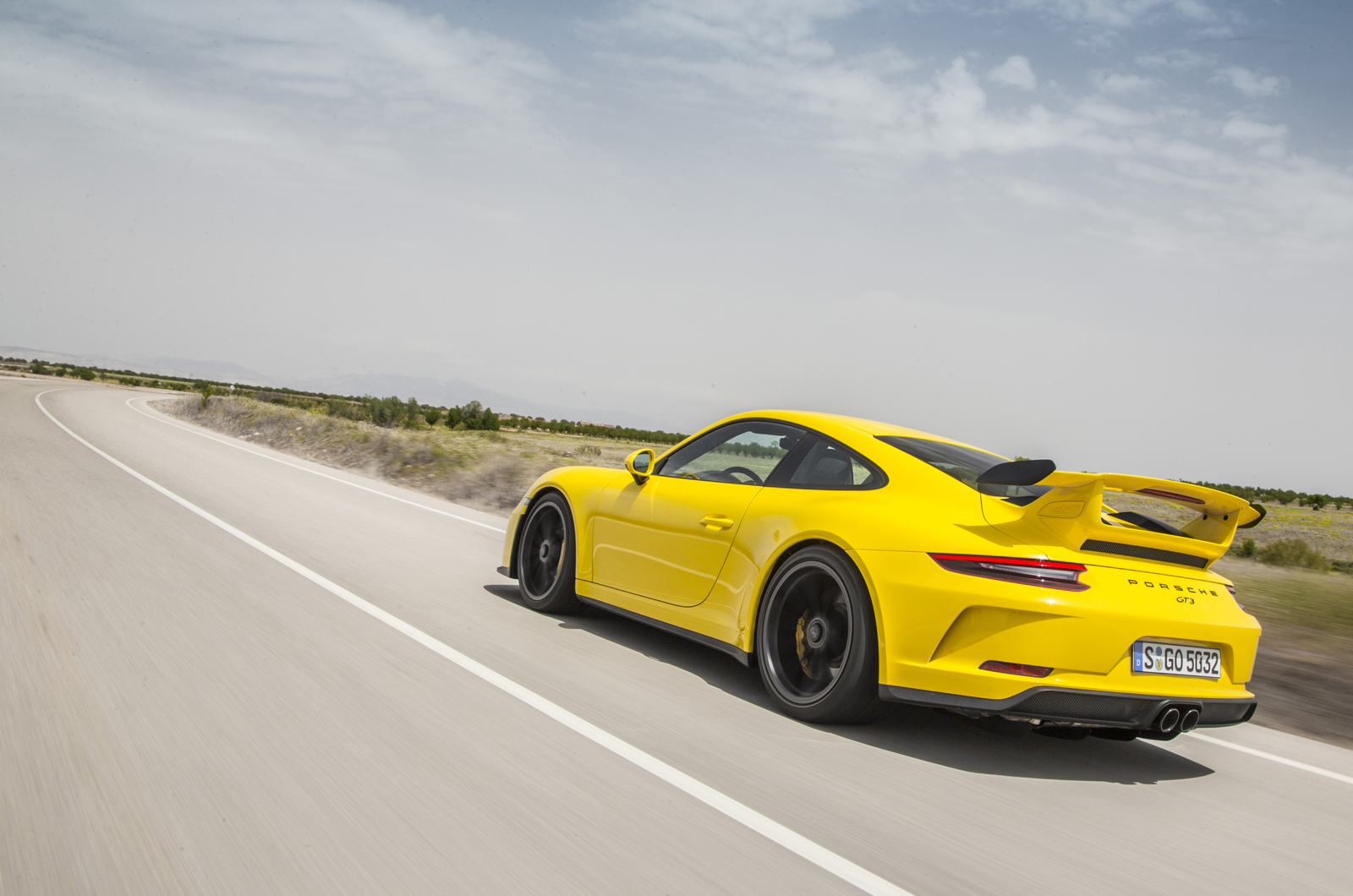 Porsche 911 gt3 rs review 2017 autocar - For A Start It Gets A Unique And Aggressively Styled Polyurathene Front Bumper That Weighs Less Than Before And Features A More Prominent Splitter Element