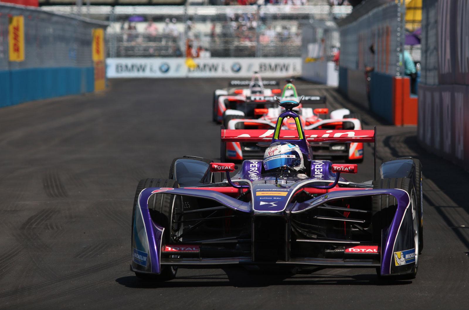 Motorsport Wrap Hamilton Reignites Championship With