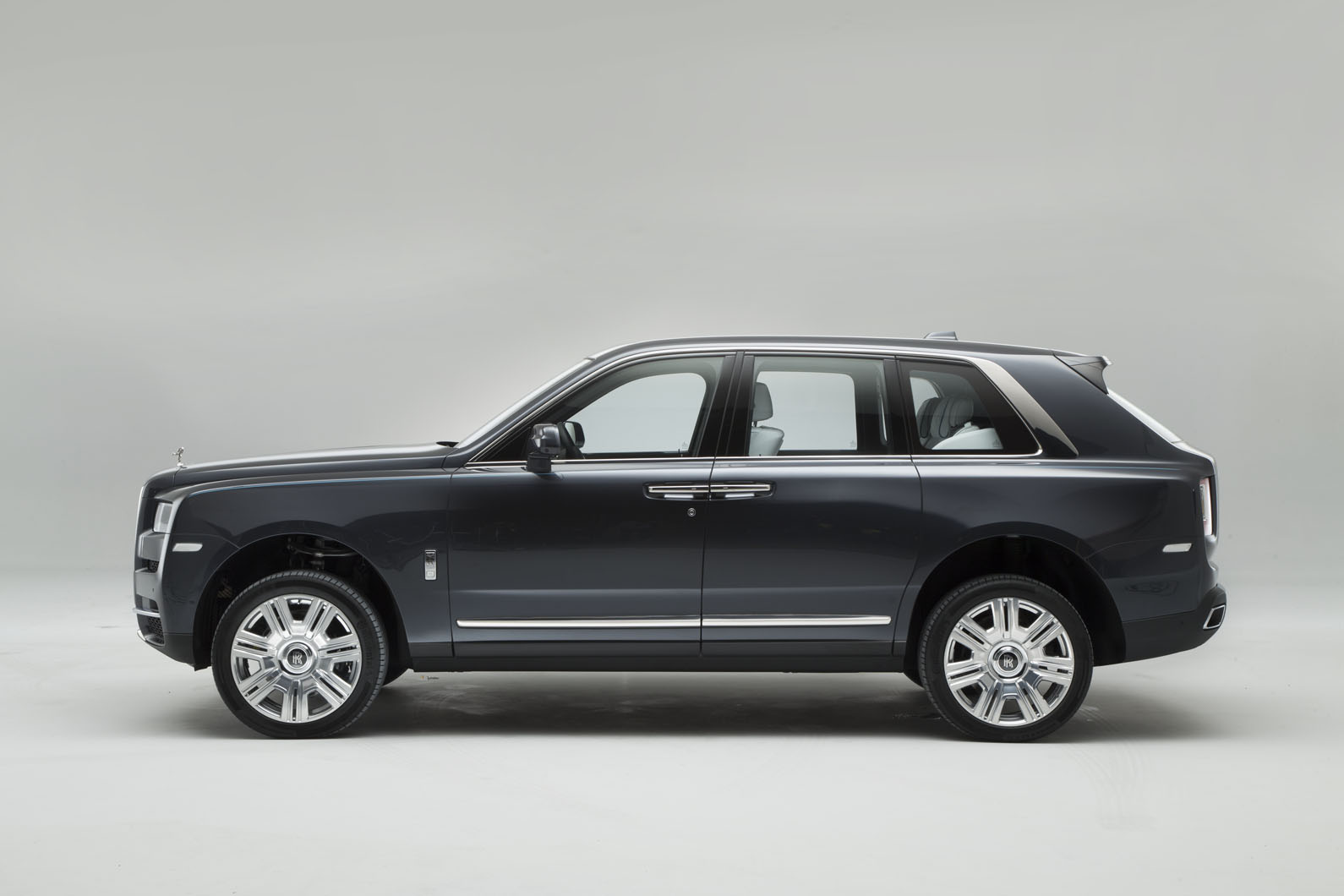rolls royce cullinan revealed exclusive pictures of luxury suv autocar. Black Bedroom Furniture Sets. Home Design Ideas