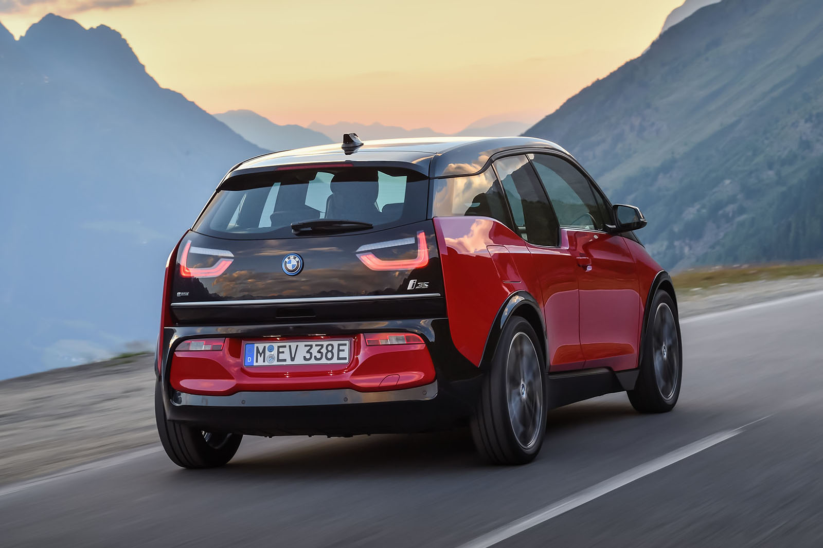 Bmw I3 Facelift Launched With 181bhp I3s Range Topper Autocar Vehicle Electrical System Control Units Location The New And Use Same 94ah Lithium Ion Battery That Was Introduced As A Running Change To Zero Emission In Early 2016