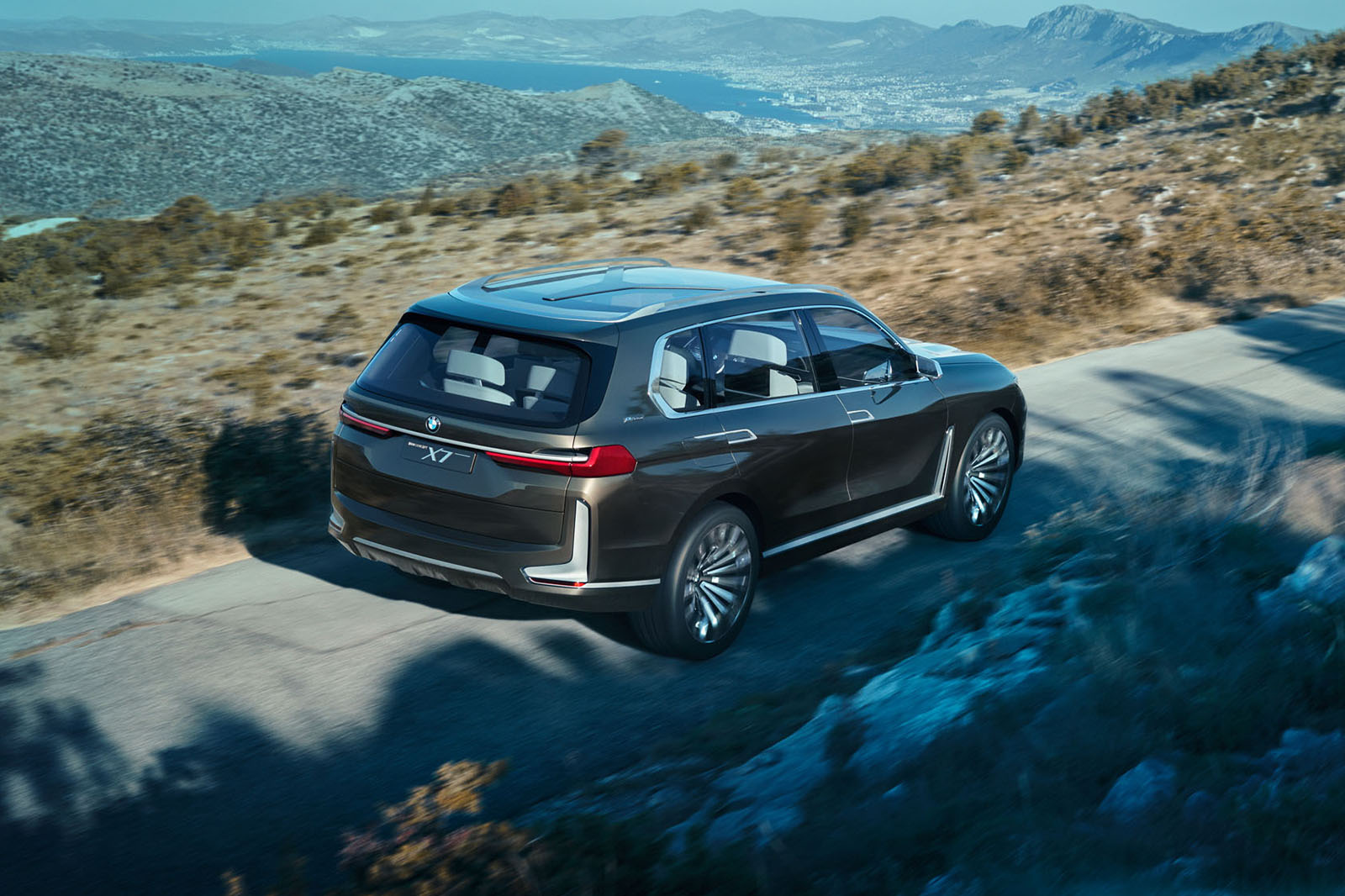 BMW Concept X7 iPerformance previews range-topping SUV ...