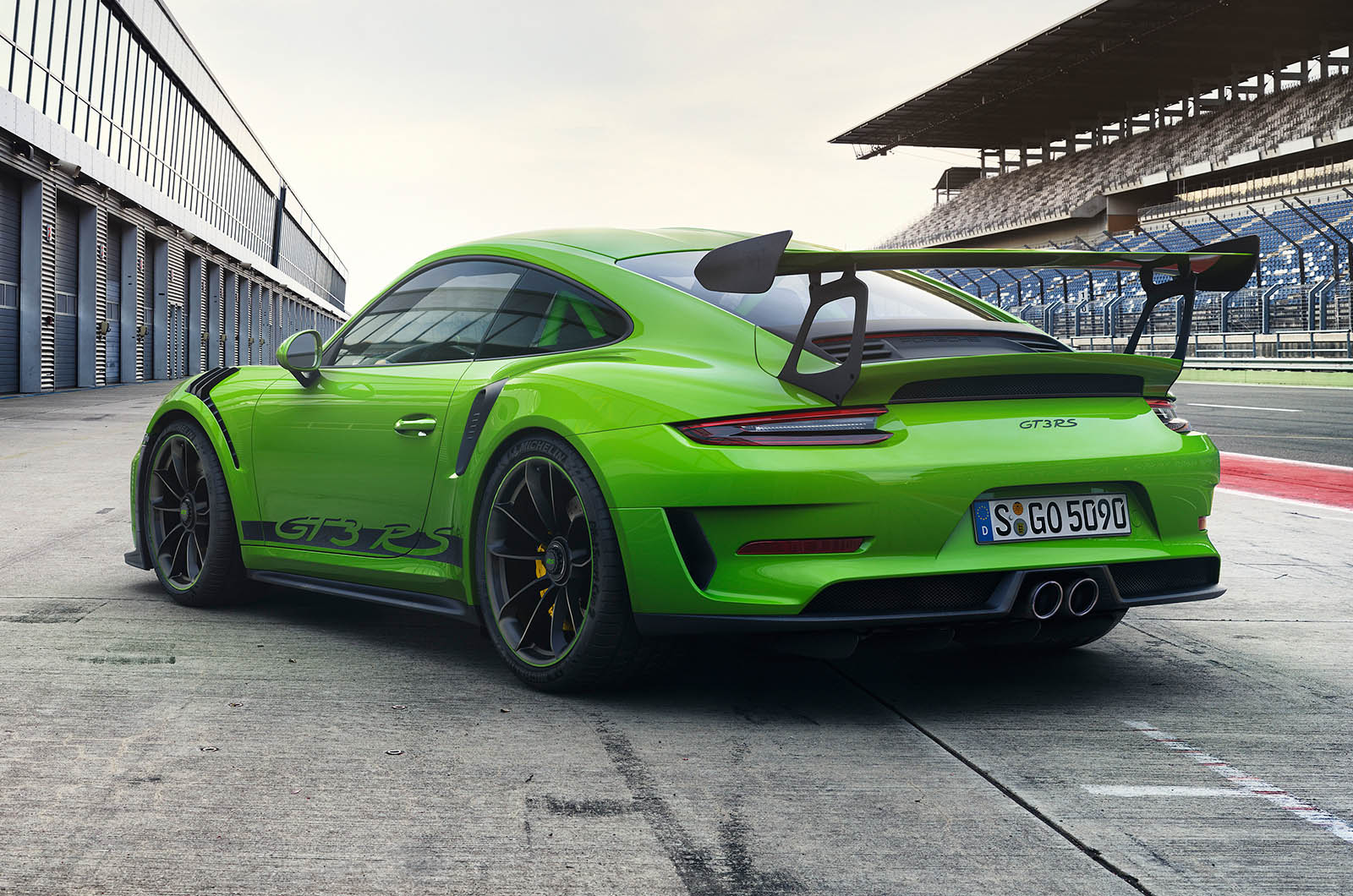 2018 porsche 911 gt3 rs weissach pack revealed with 29kg weight loss autocar. Black Bedroom Furniture Sets. Home Design Ideas