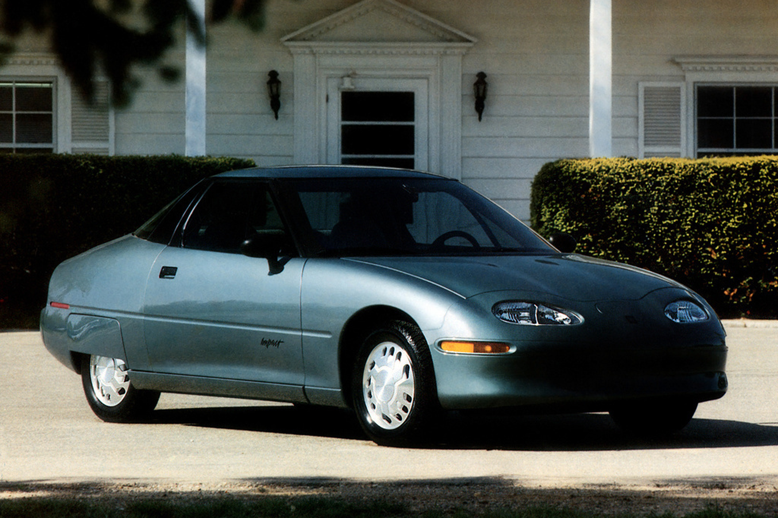 Throwback Thursday: 1996 General Motors EV1 first drive ...