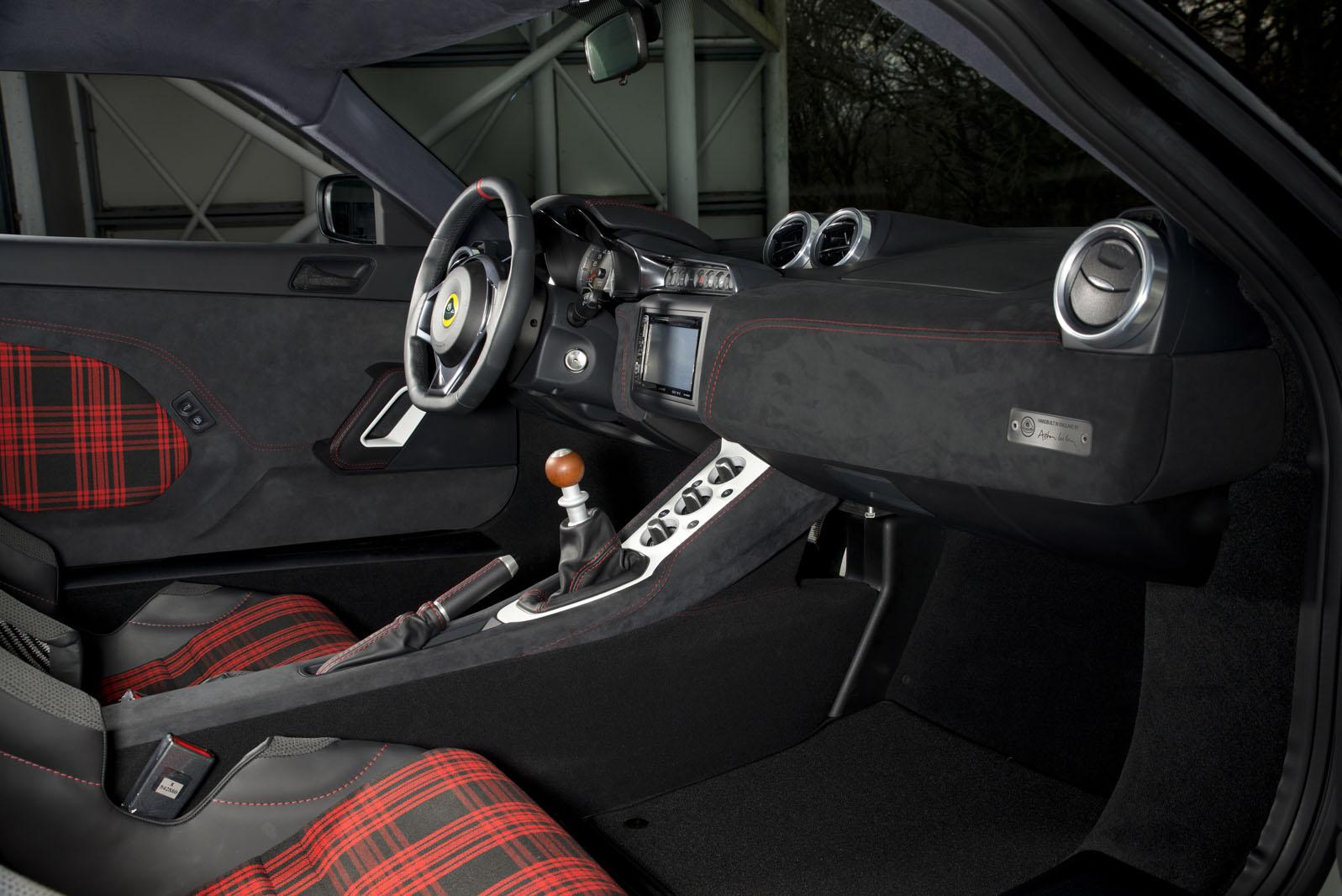 https://images.cdn.autocar.co.uk/sites/autocar.co.uk/files/images/car-reviews/first-drives/legacy/james_bond_4.jpg