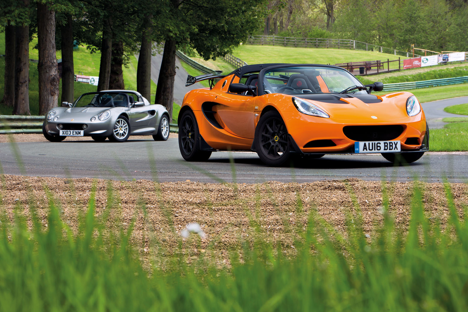 Lotus Elise Cup 250 as hostile to  fashioned Lotus Elise S1