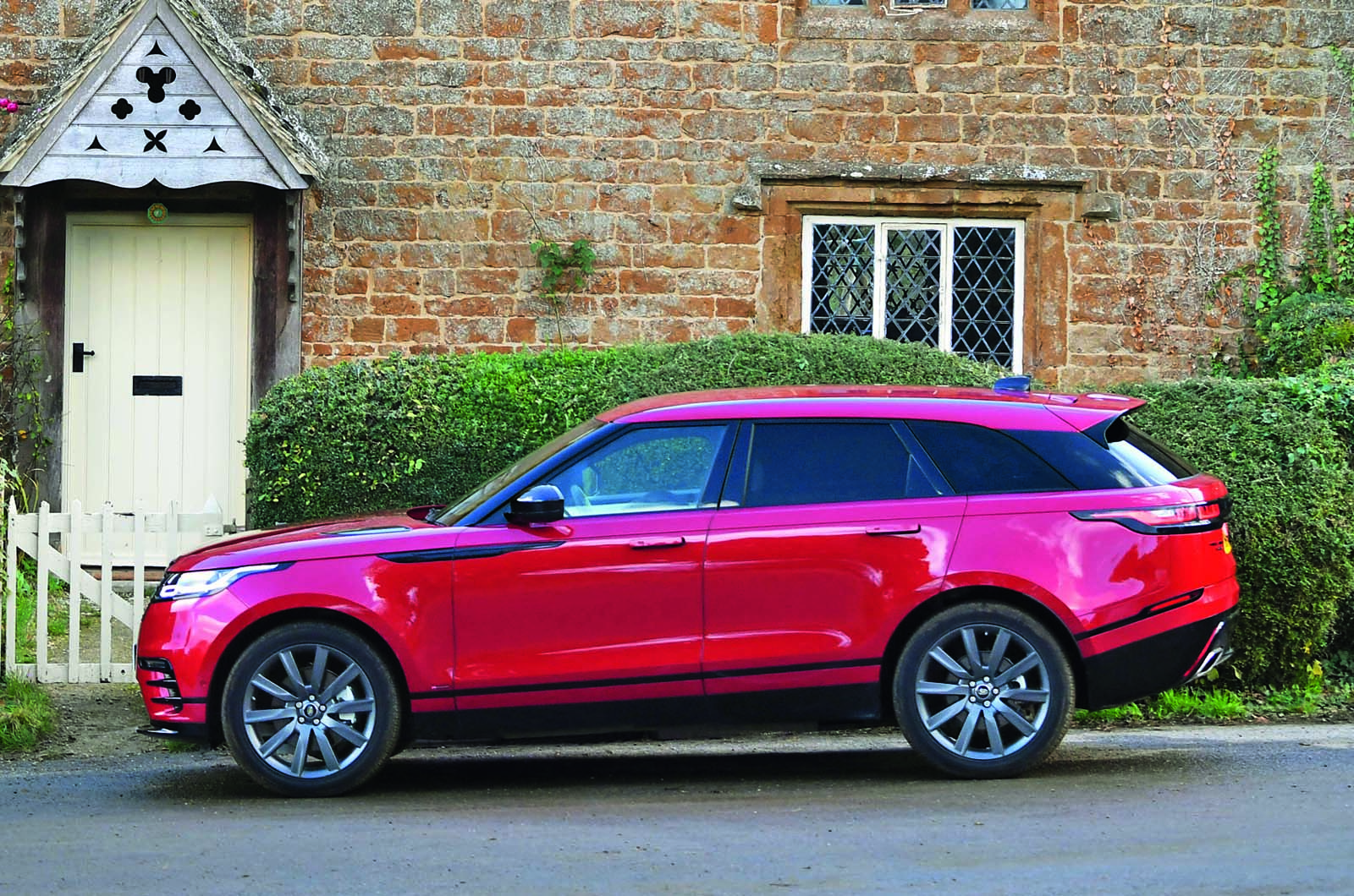 Every Jaguar Land Rover to be renewed by 2024   Autocar
