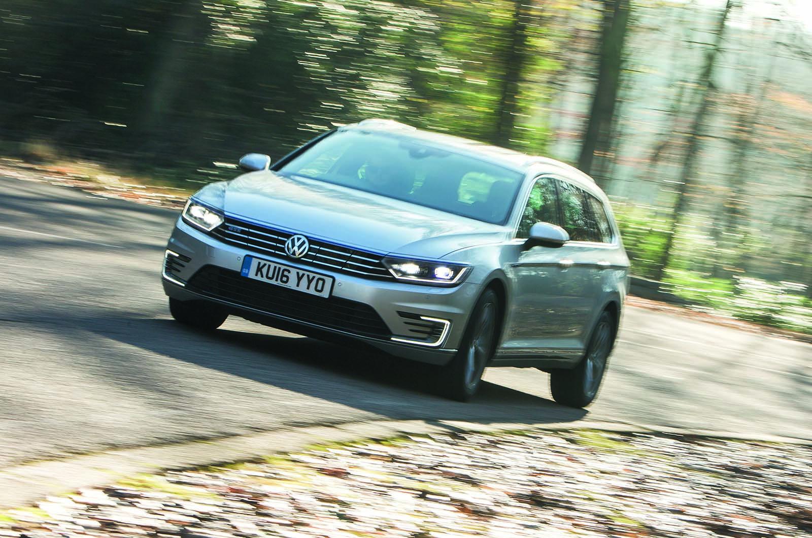 Volkswagen passat review 2017 autocar - Bmw 330e Plug In Hybrid Faces Audi Vw And Volvo 100mpg Rivals Autocar