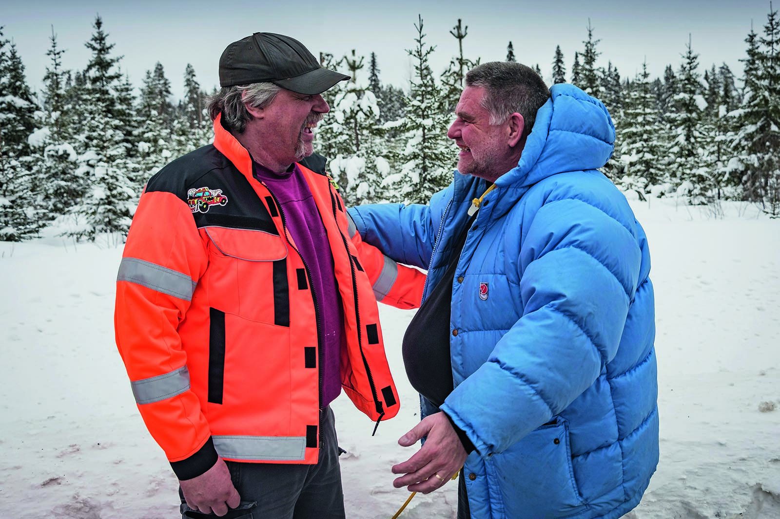 mercedes_esc_inventor_frank_werner_mohn_right_meets_tow_truck_driver_tommy_bjurstrom_left_after_29_years_1 taciki.ru