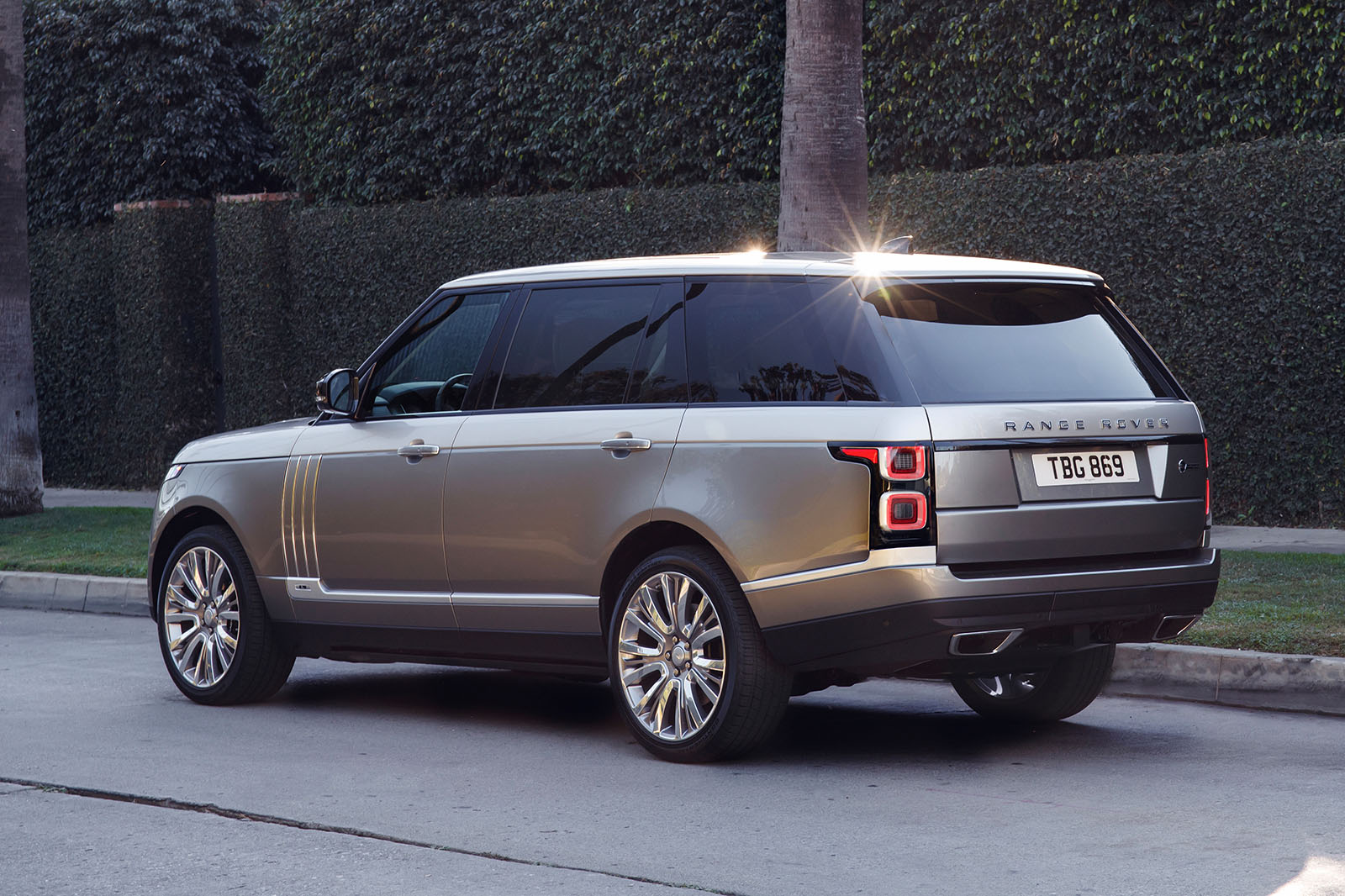 extended range rover svautobiography revealed autocar. Black Bedroom Furniture Sets. Home Design Ideas