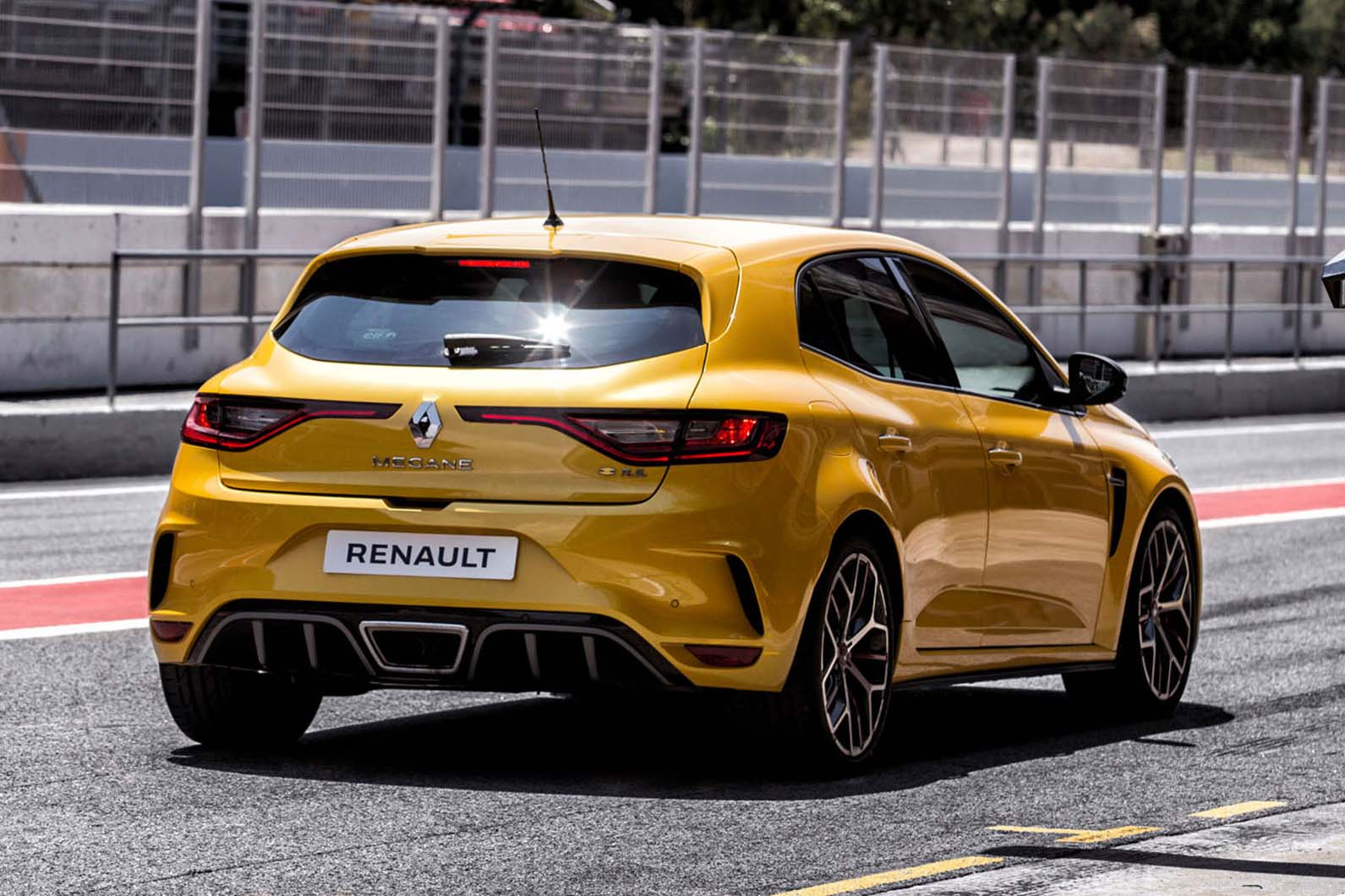 renault megane rs trophy prices and specs announced for 296bhp hot hatch autocar. Black Bedroom Furniture Sets. Home Design Ideas