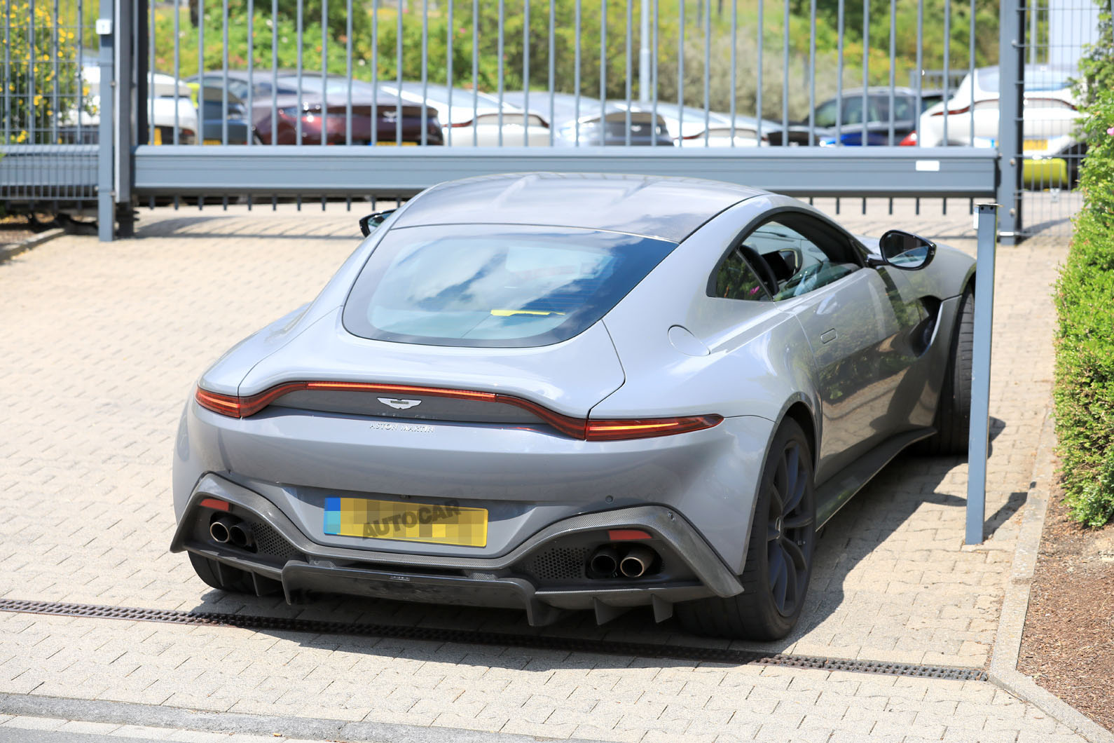 8 Aston Martin Vantage will be first to mate manual ... | aston martin vantage manual