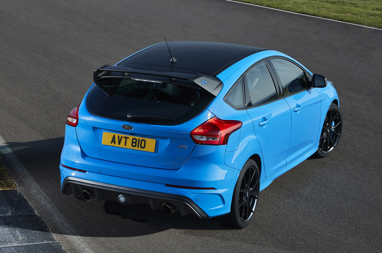 No changes have been made to the rs editions engine so it retains the 2 3 litre ecoboost four pot of the regular car producing 345bhp and 347lb ft and