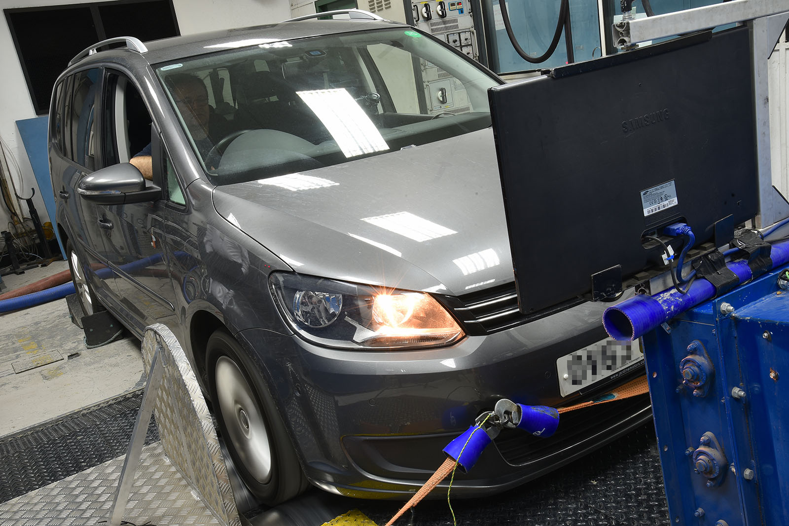 Autocar Test Shows Worse Economy After Volkswagen Diesel Fix Touran Exterior Light Control Wiring System Was A 2013 Fitted With The Ea189 16 Litre Engine One Of Three Units Sold In Uk By Vw Cheat Software That