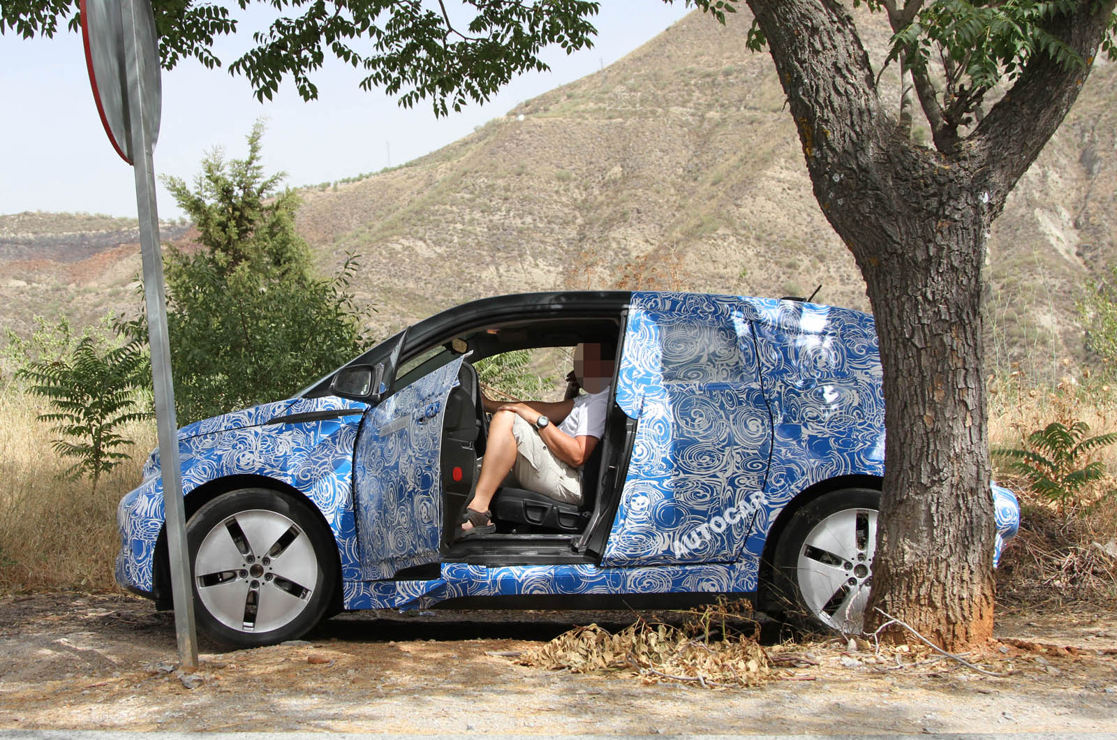 spy photos bmw i3 forum. Black Bedroom Furniture Sets. Home Design Ideas