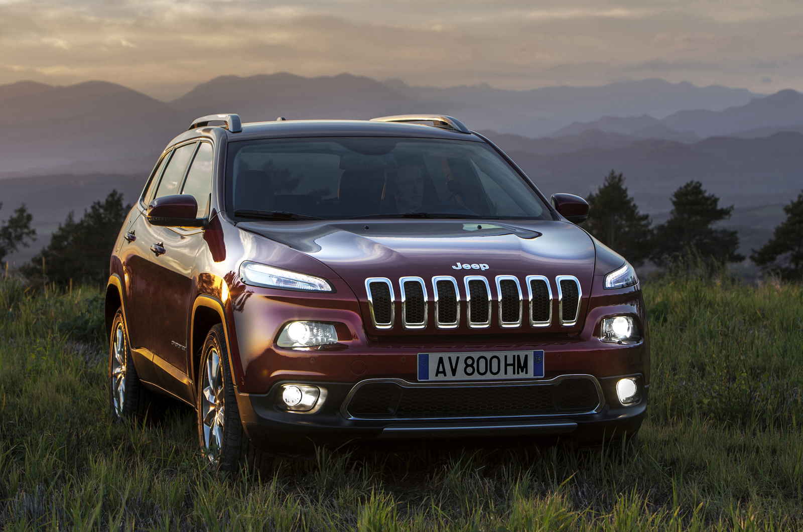 the new cherokee features a mixture of traditional jeep styling cues. Cars Review. Best American Auto & Cars Review