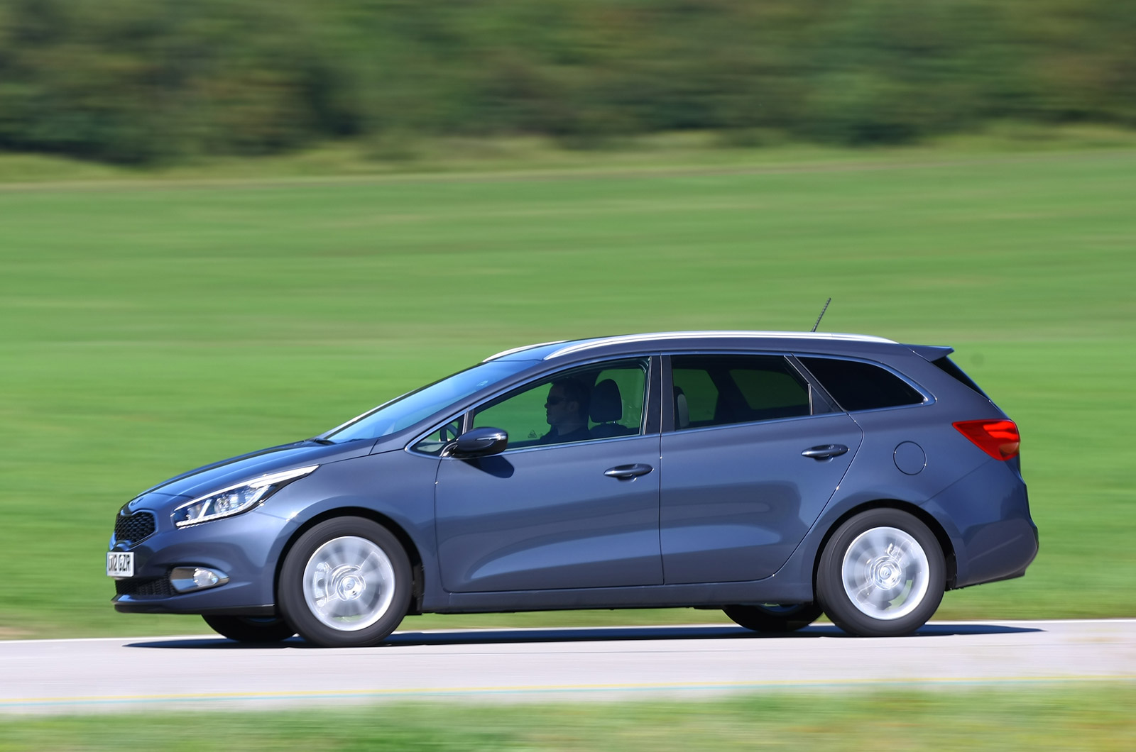 first drive review kia cee d sportswagon 1 6 crdi 3 autocar. Black Bedroom Furniture Sets. Home Design Ideas