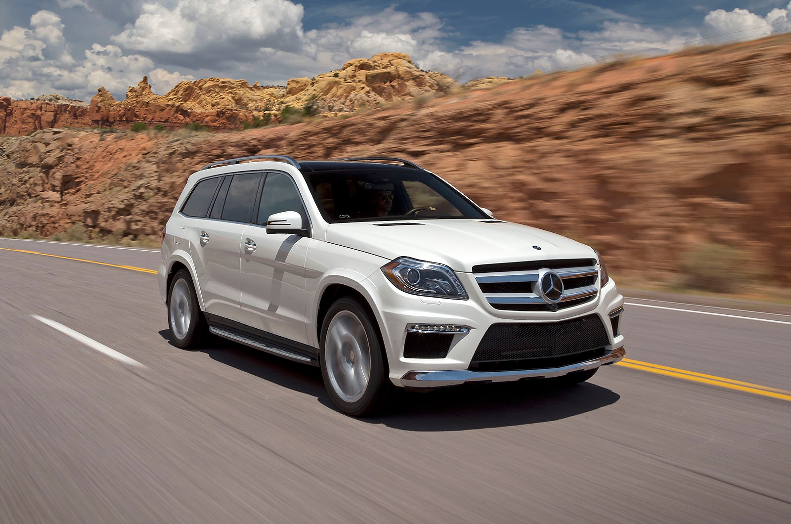 First drive review mercedes gl500 autocar for Mercedes benz gl500