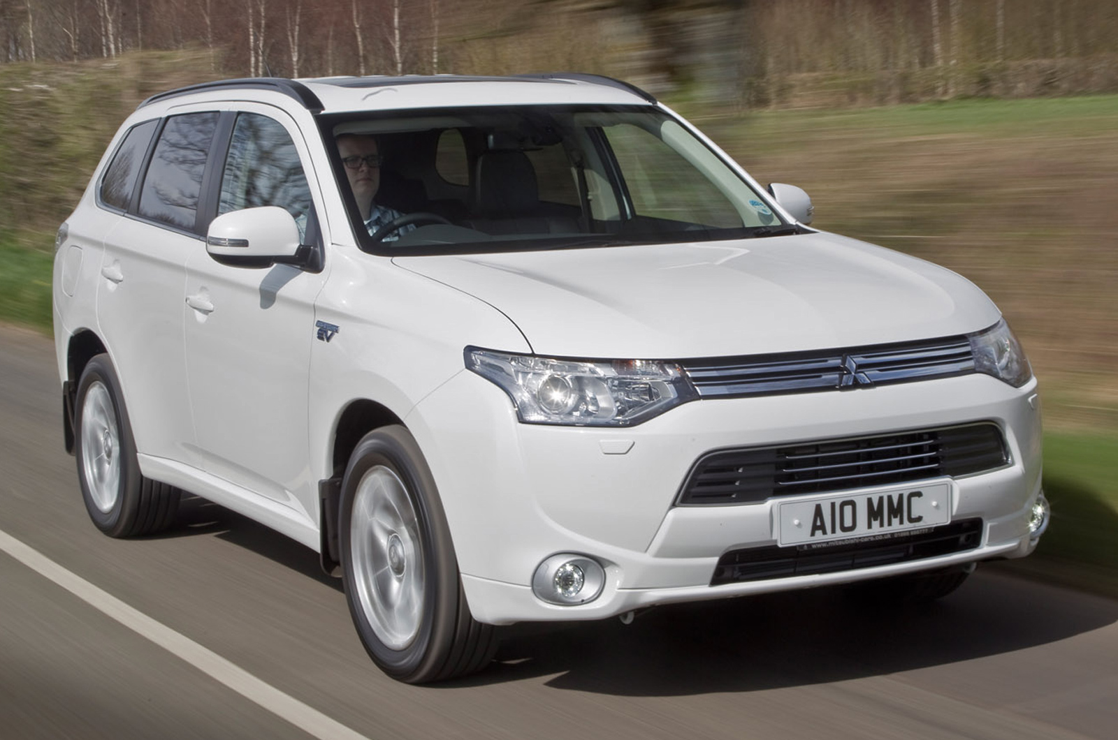 the outlander review our family plus se mitsubishi suv