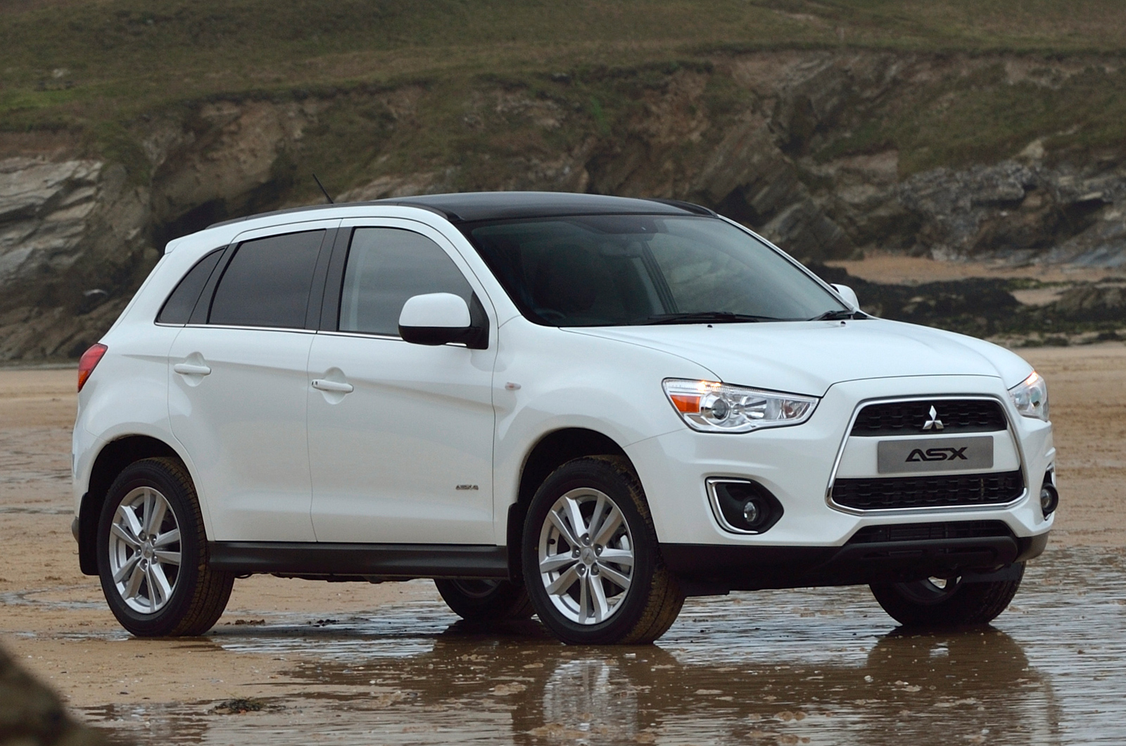 2014 mitsubishi asx 2 2 di d diesel 4wd automatic first. Black Bedroom Furniture Sets. Home Design Ideas