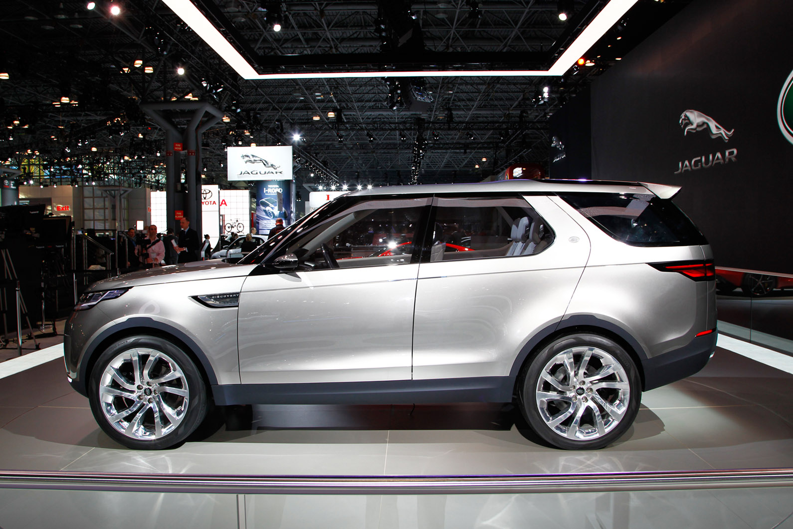 2014 land rover discovery vision concept page 2. Black Bedroom Furniture Sets. Home Design Ideas