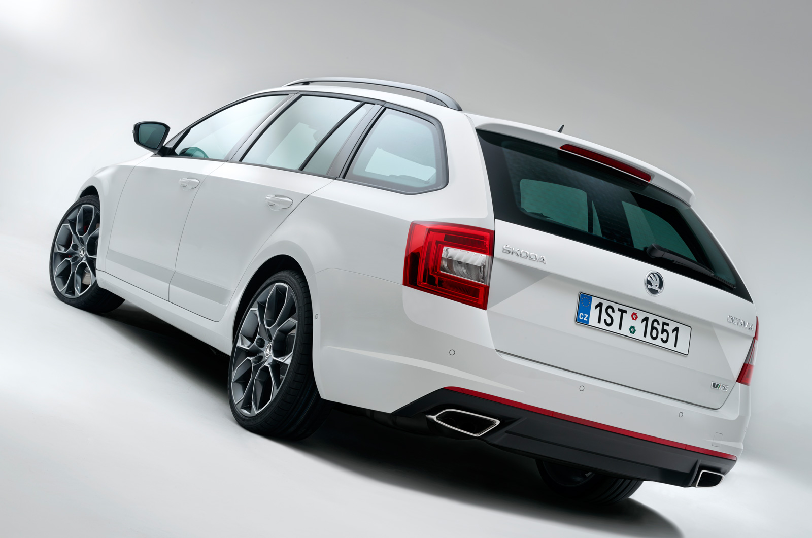 Skoda octavia vrs revealed sedan and combi 06 05 2013 05 44 am 1 available with 2 0 tsi 220 hp and 2 0 tdi with 184 hp i think it looks excellent