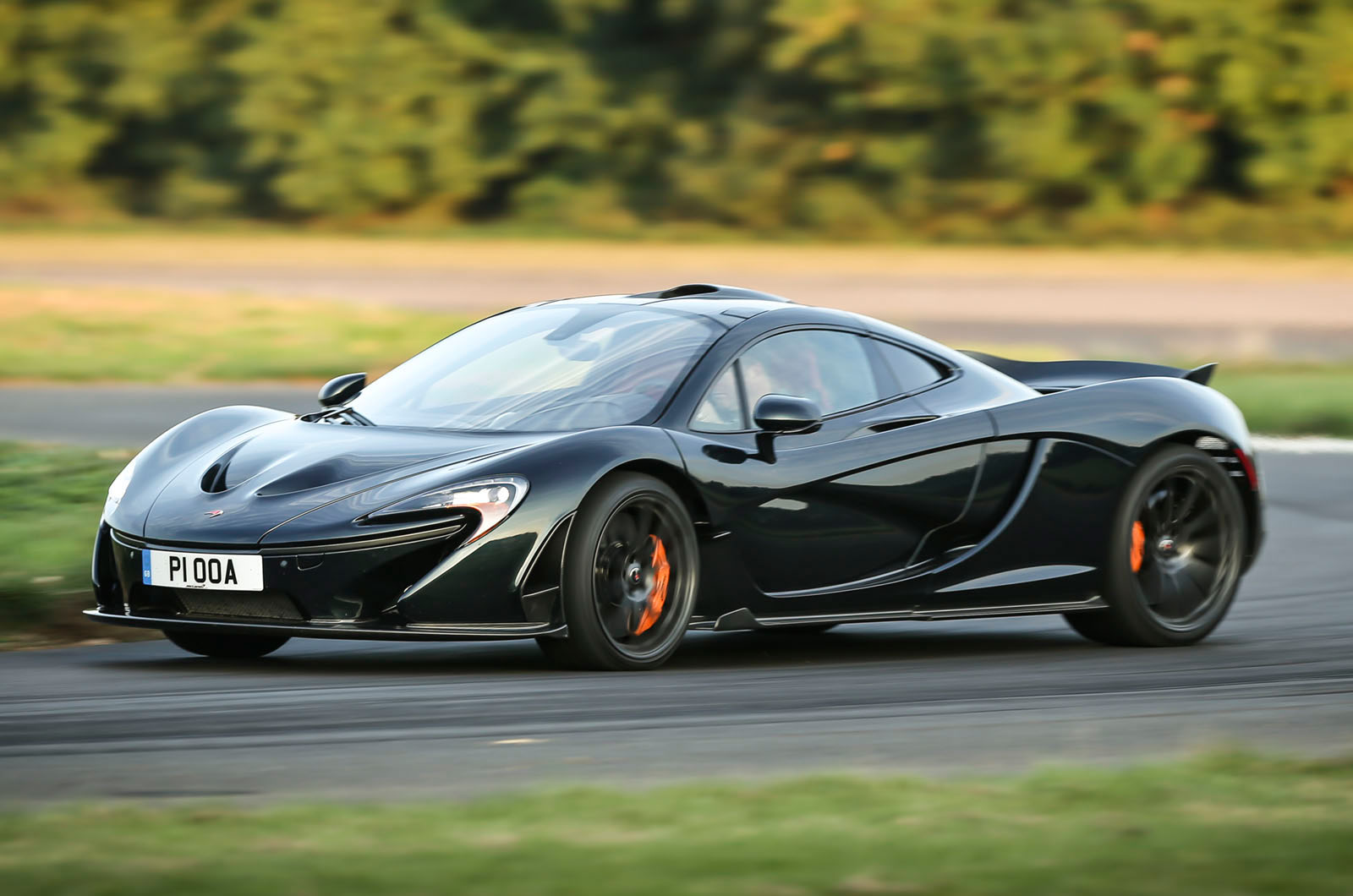 comparison porsche 918 spyder versus mclaren p1. Black Bedroom Furniture Sets. Home Design Ideas