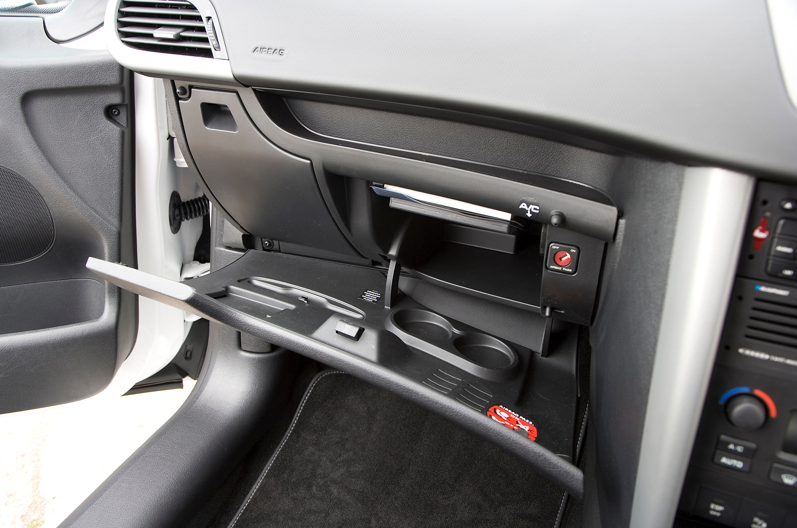 Peugeot 207 2006 2012 review autocar for Peugeot 207 interior