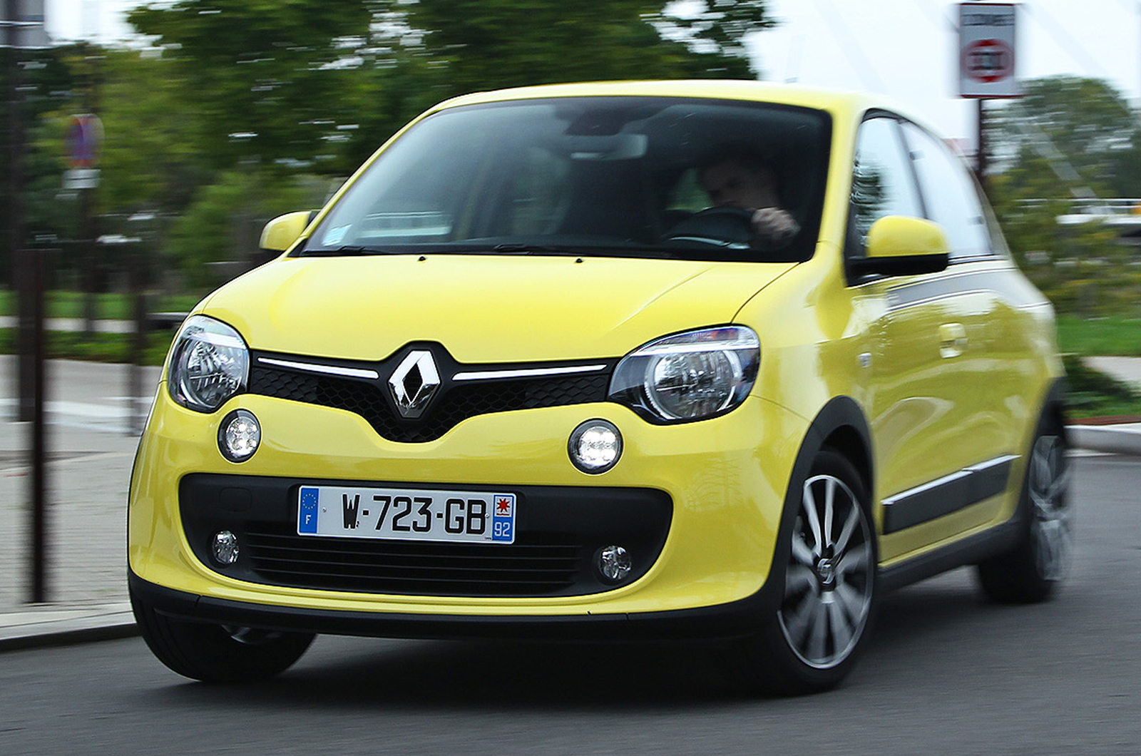 renault twingo tce 90 dynamique first drive review by autocar renault twingo forum. Black Bedroom Furniture Sets. Home Design Ideas