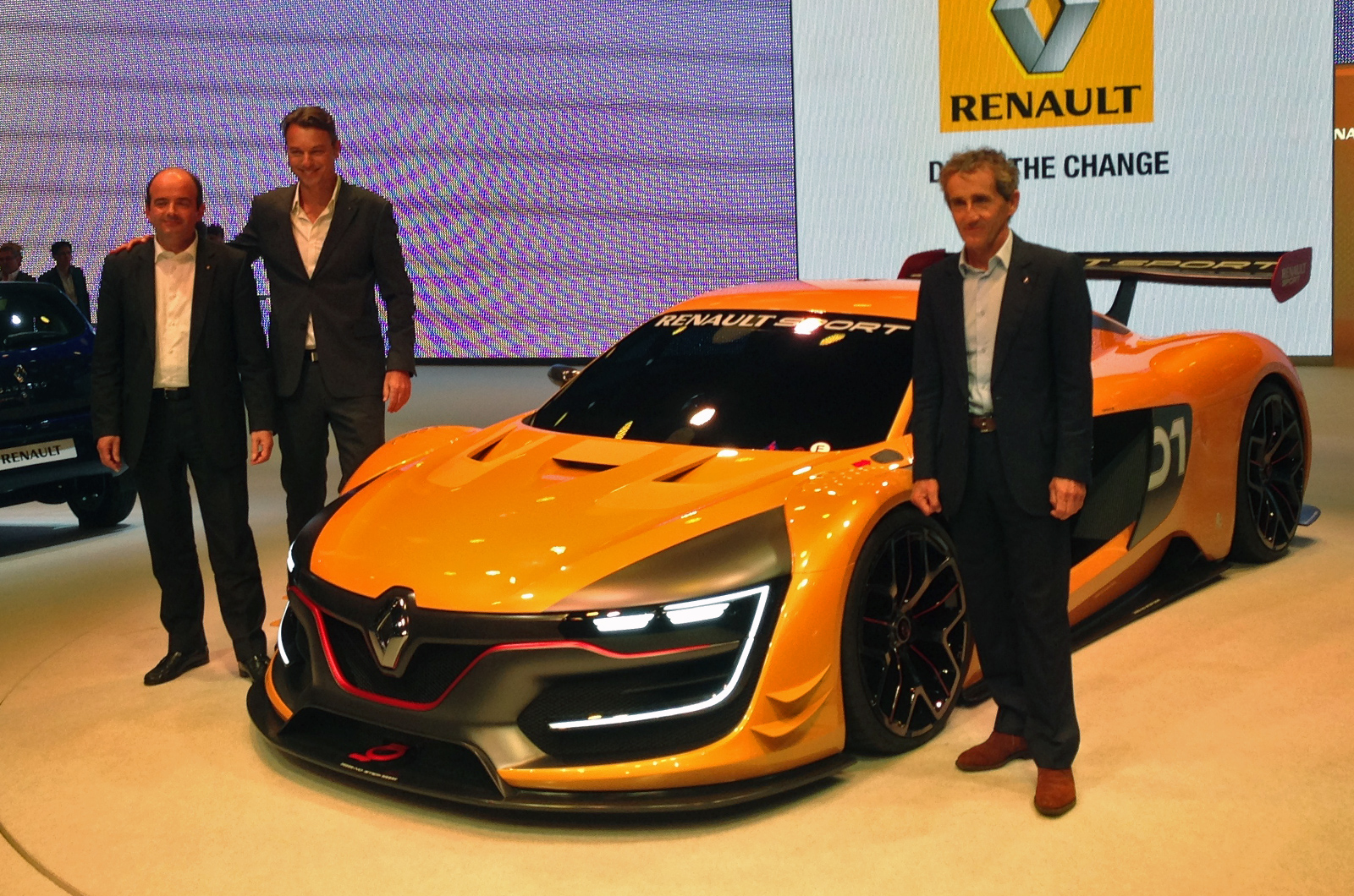renault reveals new 493bhp racing car. Black Bedroom Furniture Sets. Home Design Ideas