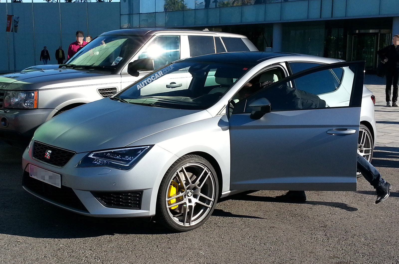 seat leon cupra r test mule spied autocar. Black Bedroom Furniture Sets. Home Design Ideas