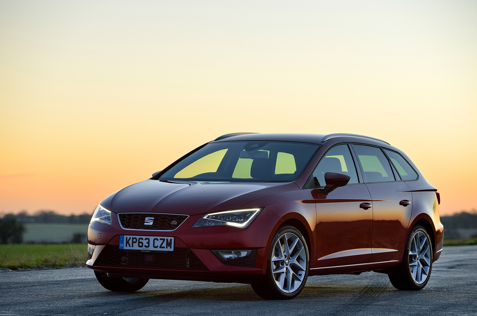 seat leon st fr first drive review autocar. Black Bedroom Furniture Sets. Home Design Ideas