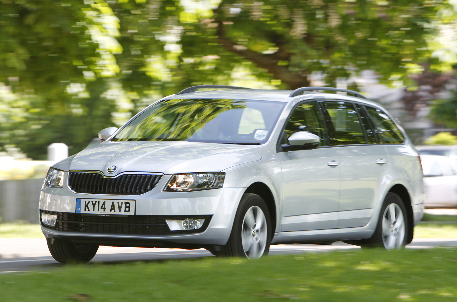 skoda octavia 4x4 estate uk first drive. Black Bedroom Furniture Sets. Home Design Ideas