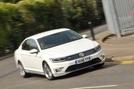 Volkswagen Passat GTE cornering