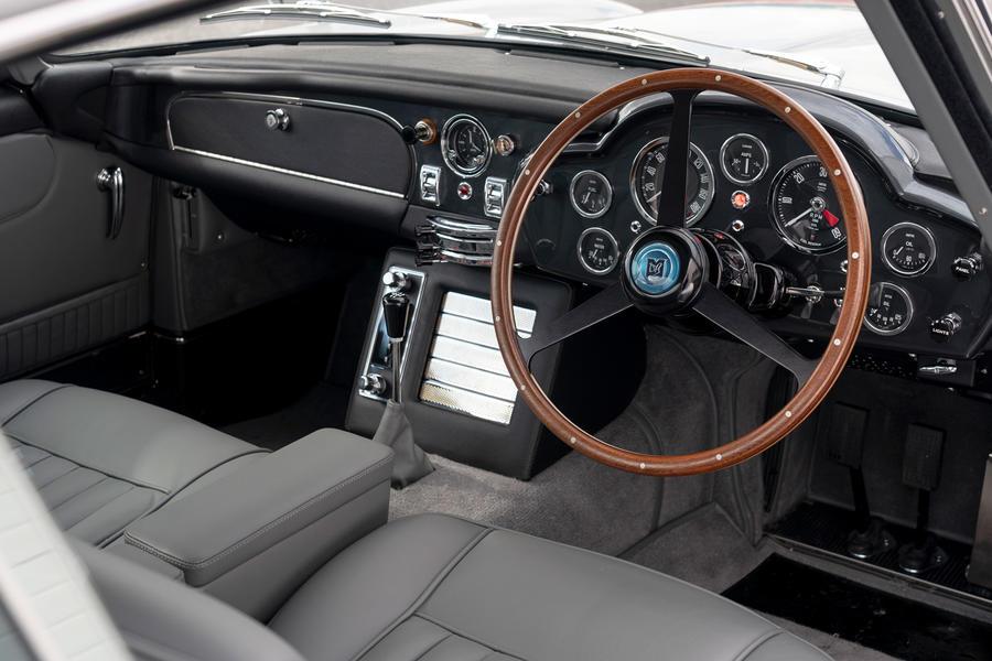 88 aston martin db5 goldfinger road test 2021 dashboard