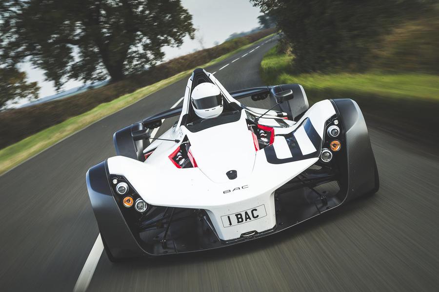 """Ariel Nomad top 10 lightweights """"src ="""" https://www.autocar.co.uk/sites/autocar.co.uk/files/styles/gallery_slide/public/nomad-road-test-2015 -004_0.jpg """"/> </p> <h3> 4. BAC Mono </h3> <p> Thực sự, ai cần một hành khách? Đặc biệt là khi bạn có thể có một chiếc xe như BAC Mono tuyệt đẹp, cảm giác như nó được điều khiển thẳng ra khỏi lưới đua công thức và mang đến một vị trí lái mang lại ý nghĩa mới cho từ 'thuần khiết', trong một gói hoàn toàn hợp pháp </p> <p> BAC tự hào có kiến trúc tương tự Elemental trong danh sách này, với hệ thống treo xương đòn kép, động cơ Ford 2,5 lít đặt giữa và hộp số tuần tự sáu cấp dẫn động bánh sau, nhưng xe một chỗ bắt nguồn từ công suất của trải nghiệm lái xe. </p> <p> Nền kinh tế của sự di chuyển cần thiết để che phủ mặt đất với tốc độ đáng kinh ngạc thực sự là phù phép, mặc dù Mono vẫn tốt hơn trên đường đua, khi hệ thống treo cực kỳ chính xác của nó có thể hoạt động mà không bị cản trở từ sự không hoàn hảo của đường. Nó có một trải nghiệm mãnh liệt khi chúng đến – mặc dù nó có một mức giá đáng kể – và nó có thể được tạo ra khá ấn tượng với rất nhiều carbonfibre. </p> <p> <img alt="""