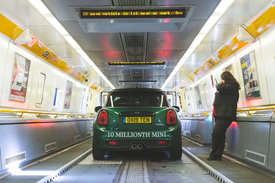 Au Danemark en Mini: Conduire la 10 millionième Mini au siège de Lego luc10030