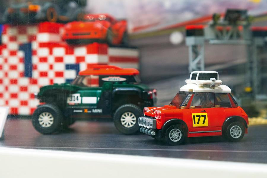 Au Danemark en Mini: Conduire la 10 millionième Mini au siège de Lego luc10037 1
