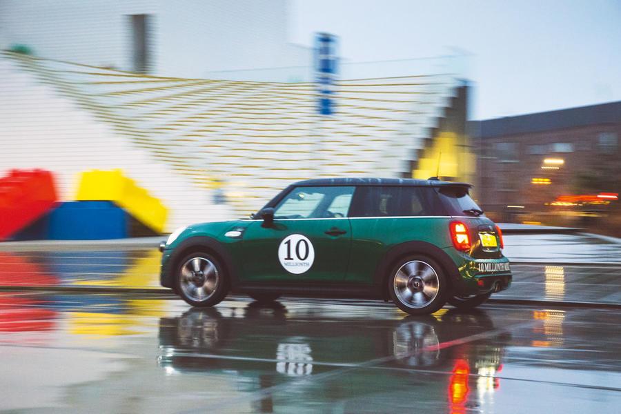 Au Danemark en Mini: Conduire la 10 millionième Mini au siège de Lego luc10190